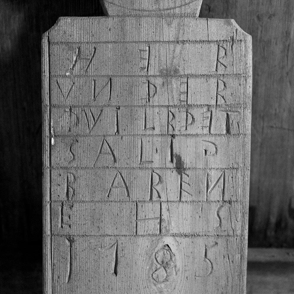 gravminne i tre - Reinli stavkirke