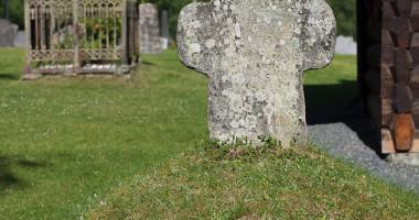 gravstein Rollag stavkirke