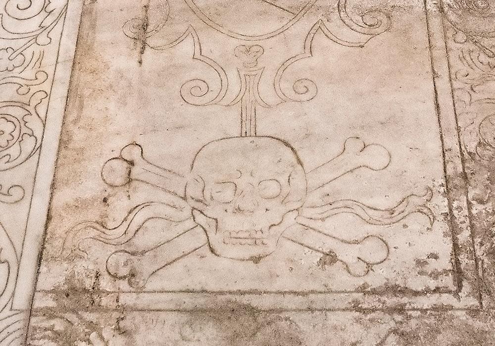 hodeskalle på gravminne
