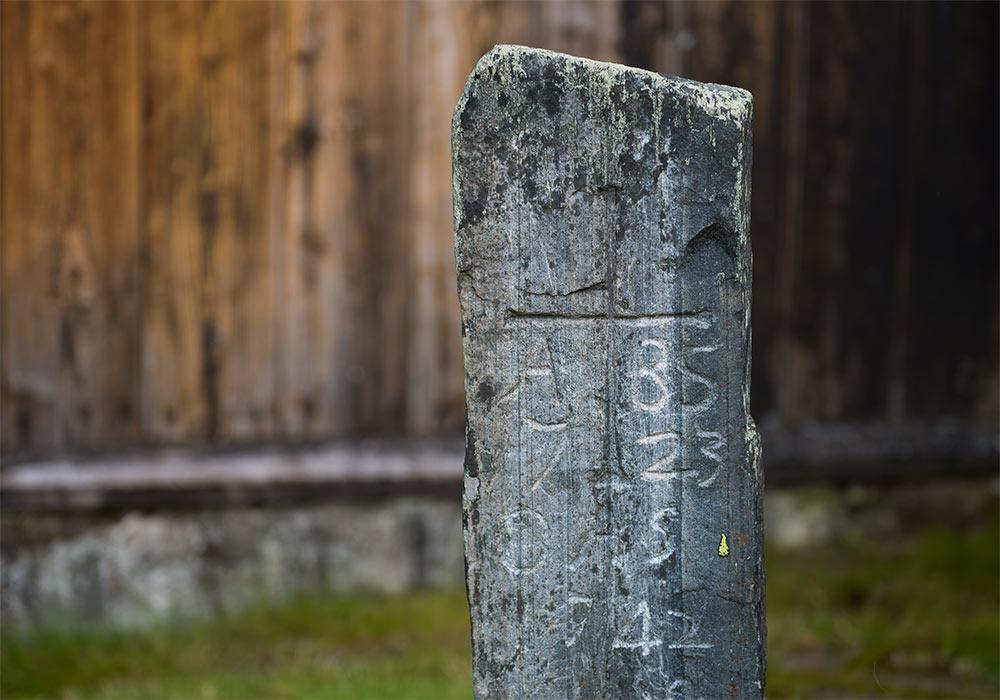 Gravminne 1723 Hedalen stavkirke