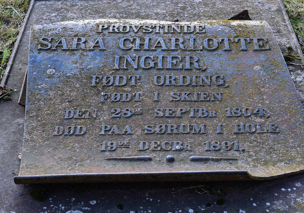 Graven til «provstinde» Sara Charlotte Ingier, født Ording, på Skedsmo kirkegård