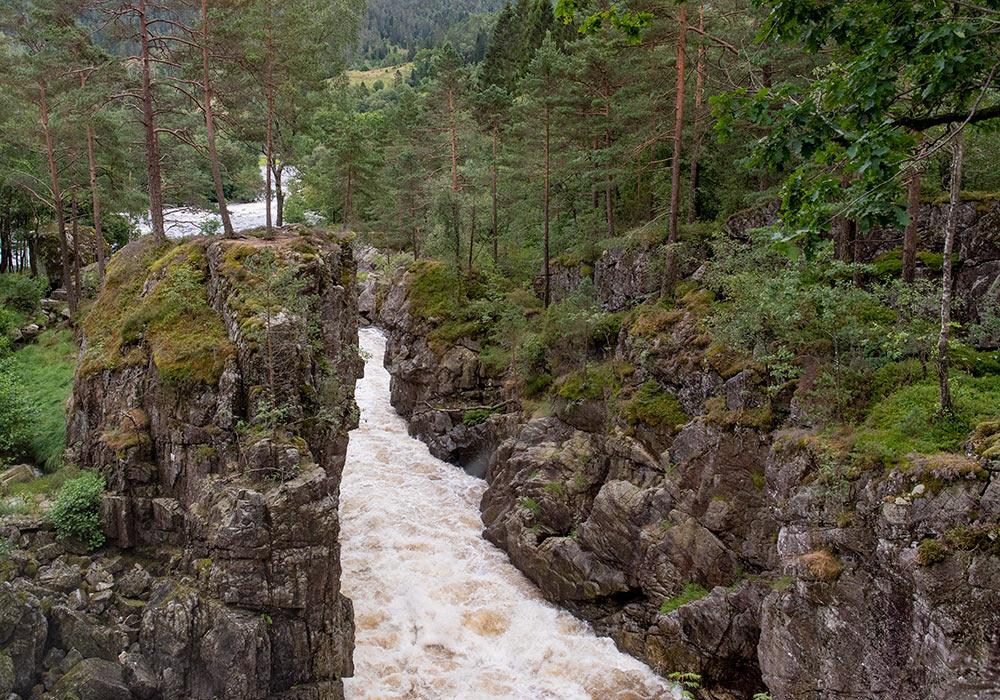 Kvåsfossen mellom Snartemo og Lyngdal