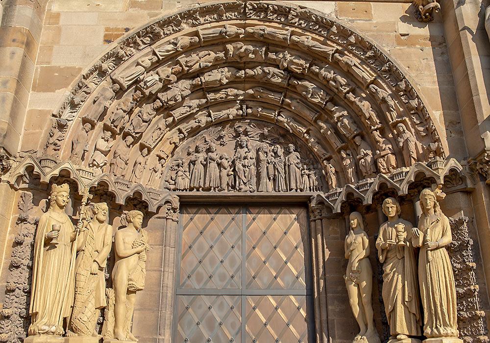 Trier portal Liebfrauenkirche