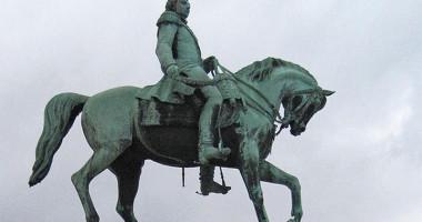 Rytterstatuen av kong Karl Johan på Slottplassen i Oslo