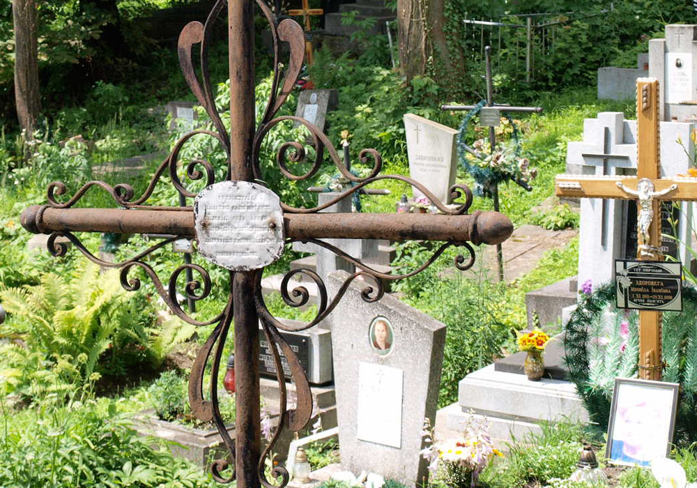Smijernskors på kirkegård i Lviv i Ukraina
