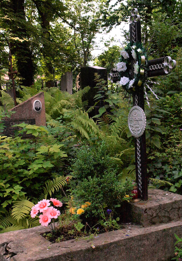Gravminne på kirkegård i Lviv i Ukraina